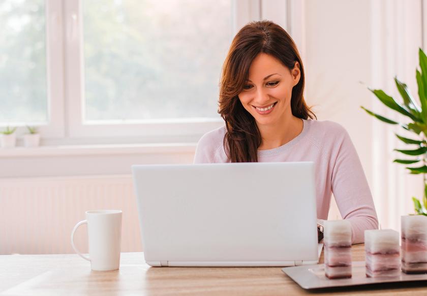 equipo-motivado-feliz-automatiza-tareas-dia-a-dia-clinica-estetica.png